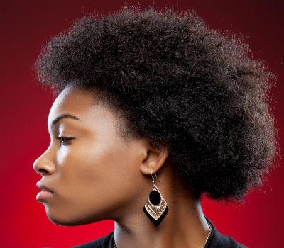 Comment entretenir une coiffure afro avec des cheveux secs ?